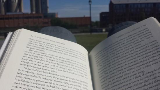 Relaxer, lire et profiter du moment